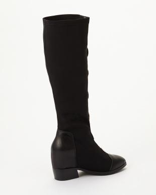 ブラック メタルパーツ付きストレッチロングブーツを見る