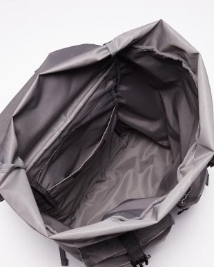 グレー Nylon Backpackを見る
