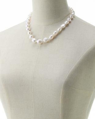 ホワイト 淡水バロックパール 1連ネックレスを見る