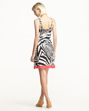 113 ブラック アニマル柄裾カットオフドレスを見る