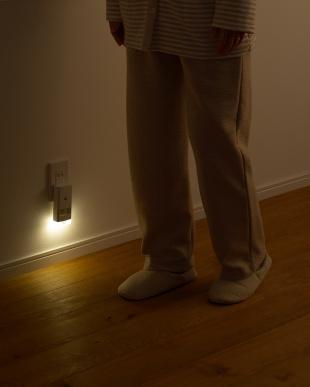 ホワイト 停電センサーLEDサーチライト/赤外線センサー付を見る