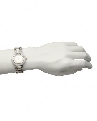 ホワイト サファイヤ付き 電池式腕時計 001 MENを見る