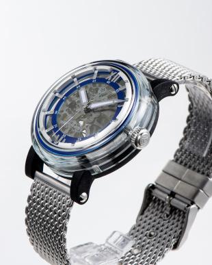 ブルー 自動巻腕時計を見る