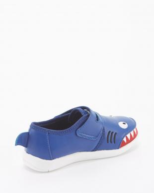 Indigo Shark Fin Sneakerを見る