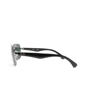 シルバー×ブラック(004/71) スクエアサングラスを見る