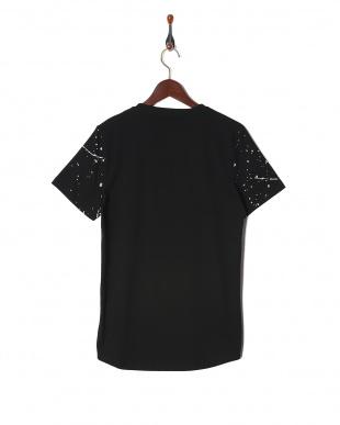 ブラックローズ Tシャツを見る