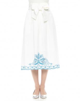 ホワイト リネン混裾刺繍スカートを見る