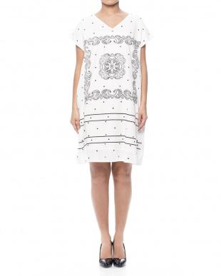ブラック バンダナパネルプリントドレスを見る