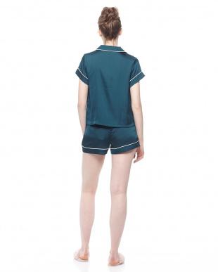 グリーン サテン半袖パジャマ&ショートパンツSETを見る
