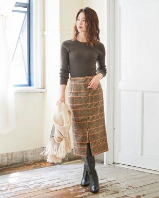 グリーン フロントスリットタイトスカートを見る