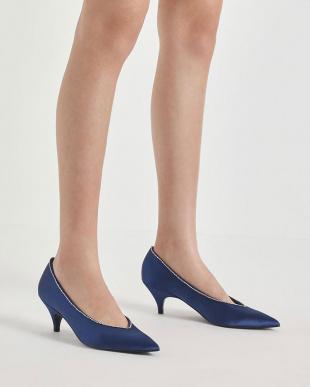 Blue ジェムエンベリッシュドサテン キトゥンヒールパンプス / Gem Embellished Satin Kitten Heel Pumpsを見る