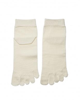 オフホワイト 重ね履きに最適!シルク薄手の5本指インナーソックスSサイズ2足セットを見る