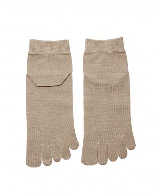ベージュ 重ね履きに最適!シルク薄手の5本指インナーソックスLサイズ2足セットを見る