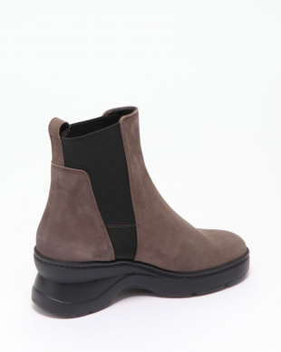 CHESTNUT ANKLE BOOTSを見る