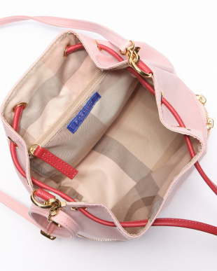 ピンク ナイロン巾着バッグを見る