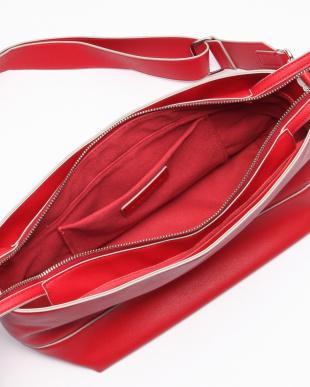 赤 舟形ショルダーバッグを見る