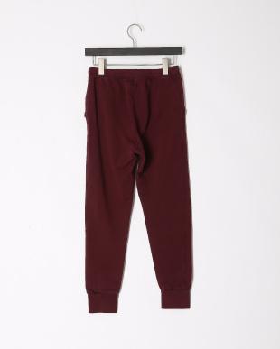 burgundy pantsを見る