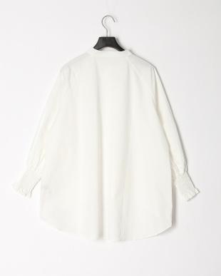 WHITE バンドカラーバックテールシャツを見る