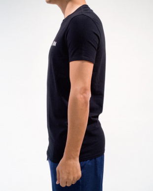 BLACK メンズ クルーネックシンプルロゴ半袖Teeを見る