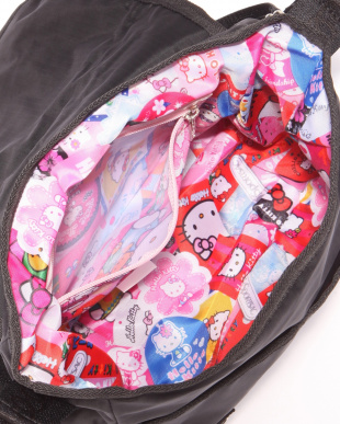 HELLO KITTY FAVORITES CROSSBODY MESSENGERを見る