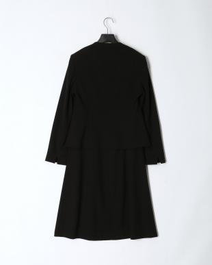 ブラック 「CREA NOIR」東京ソワール ブラックフォーマル 胸当て付きジャケット&Aラインスカート&ストレートパンツ 3点セットを見る