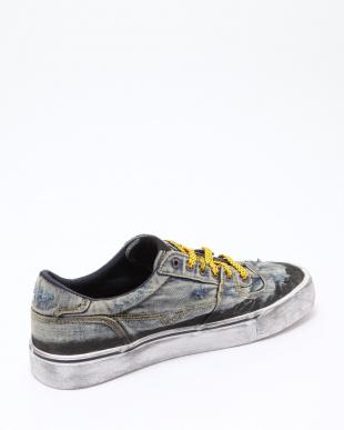H3306 Sneakersを見る