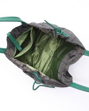 カーボングレー/グリーン ナイロンA4トートバッグを見る