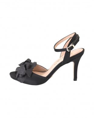 ブラック [MARIAN]03-flower corsage sandalsを見る