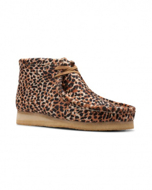 Brown Animal Print Wallabee Bootを見る