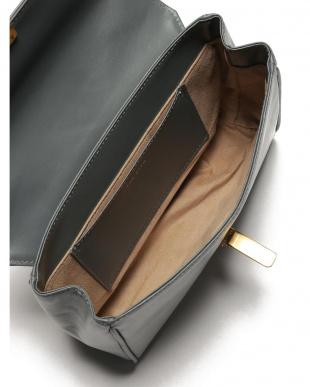 グレー FLAP SHOULDER BAG ショルダーバッグを見る