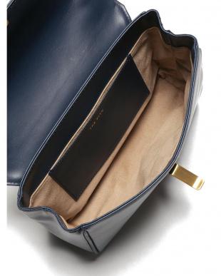 ネイビー FLAP SHOULDER BAG ショルダーバッグを見る