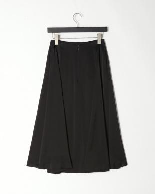 ブラック サテンフレアスカートを見る