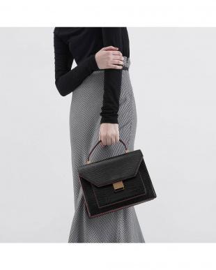 Black クロックエフェクトトップハンドルバッグ / Croc-Effect Top Handle Bagを見る