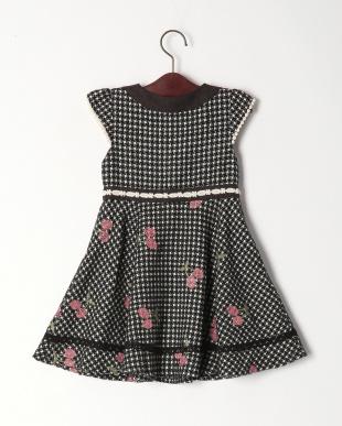 ブラック チェリー刺繍ジャンパースカートを見る