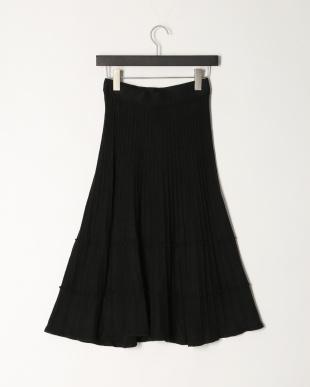 ブラック 3段変形プリーツ ニットフレアースカート (ラインストーンネックレス付き)を見る