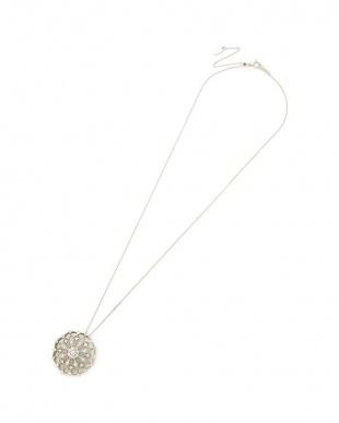 プラチナ ダイヤモンド 透かしデザイン ネックレスを見る