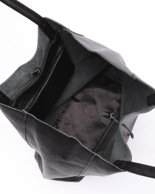 ブラック バッグを見る