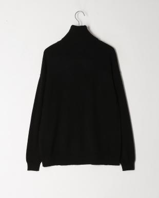 ブラック タートルセーターを見る