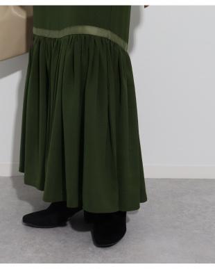 カーキ 裾フレアロングマーメイドスカートを見る