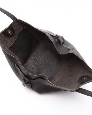 ブラック サイドリボンシュリンクバッグを見る