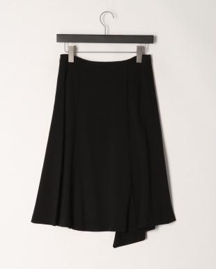 ブラック レーヨンストレッチポンチ素材ヘムスカートを見る