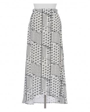 オフホワイト1 《musee》幾何学プリントナロースカート CLEAR IMPRESSIONを見る