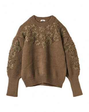 BROWN EMBROIDERY KNIT TOPを見る