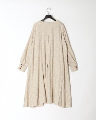 アイボリー 花蝶オリジナル釦ドットジャガードコートを見る