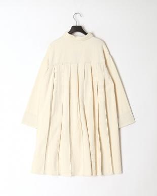 ベージュ デニム蝶刺繍バックプリーツタックコートを見る