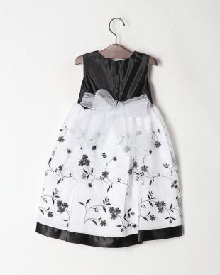 ブラック/ホワイト カラードレスを見る