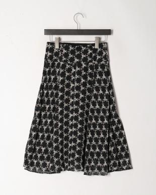 ブラック フレアスカートを見る