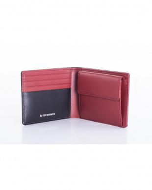 ブラック 牛革にカーボン模様を施した個性的な二つ折り財布を見る
