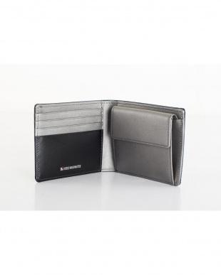 ネイビー 牛革にカーボン模様を施した個性的な二つ折り財布を見る