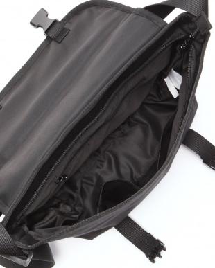 ブラック ショルダーバッグを見る